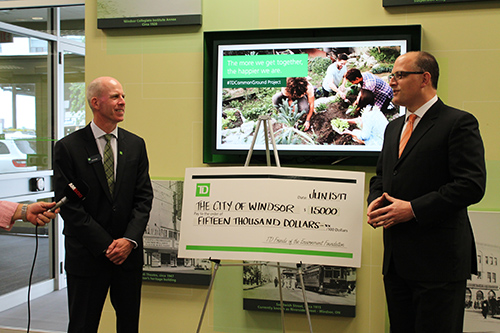 Eric Griggs presents Mayor Dilkens with the cheque