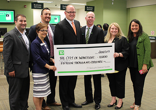 Mayor Dilkens and bank staff pose with cheque