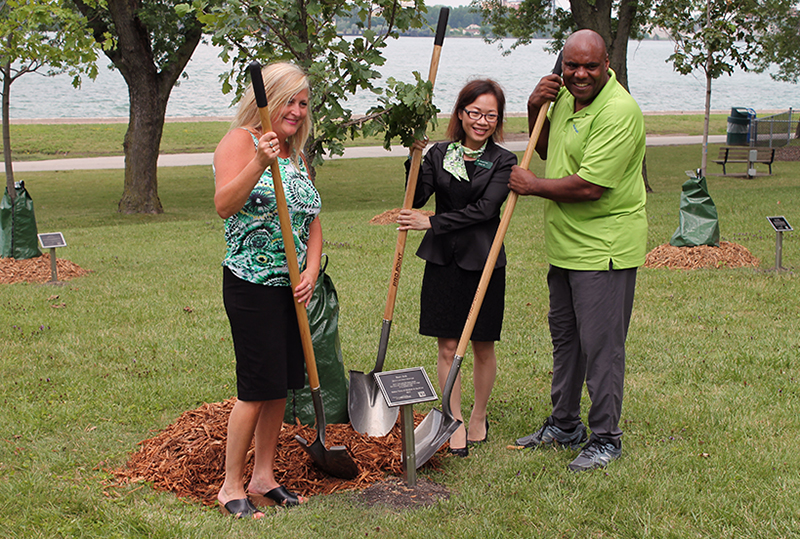 Christine Mills, Jenny Vu and Councillor Elliott with shovels