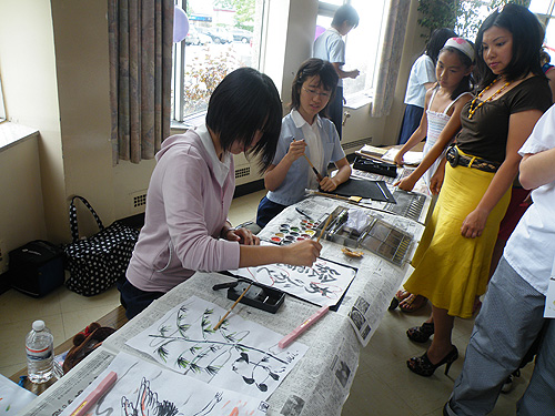 Misono Girls participating in crafts
