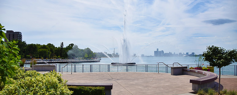 Peace Fountain at daytime, seen from the riverfront promenade