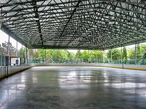 Lanspeary rink in summer